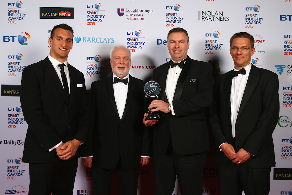 Sam Warburton (L) poses with the winners of the Governing Body of the Year sponsored by the Daily Telegraph presented to Badminton England