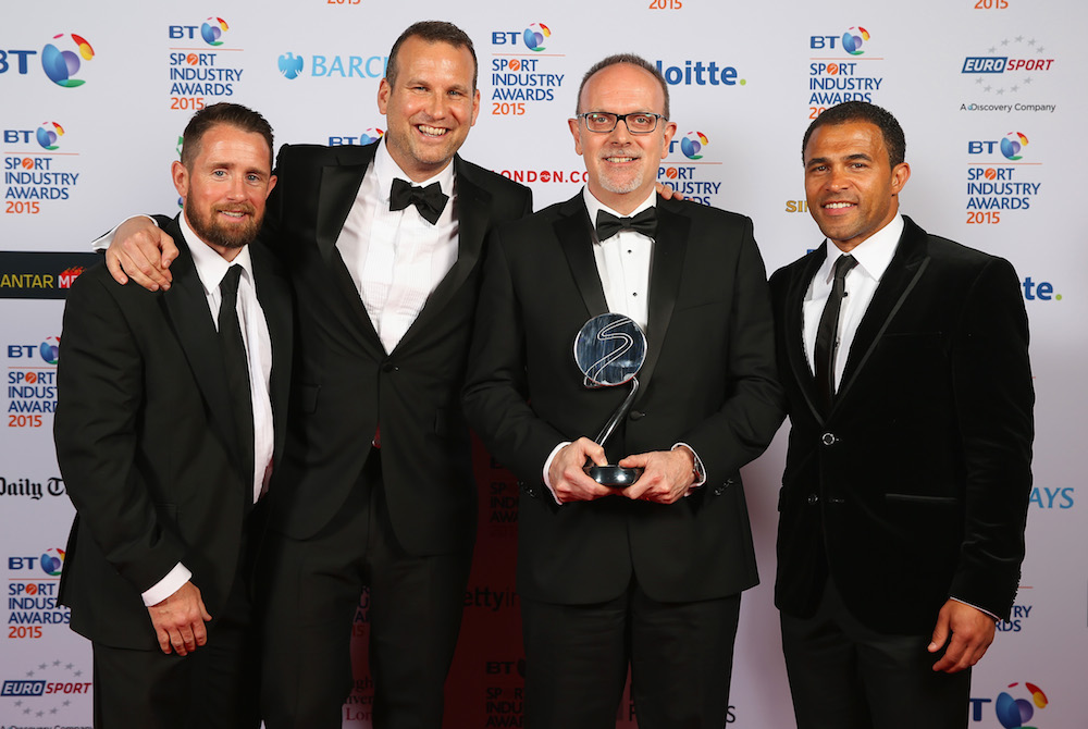 Shane Williams (L) and Jason Robinson (R) pose with the Agency of the Year Award winners, sponsored by Colouration Sport to Synergy